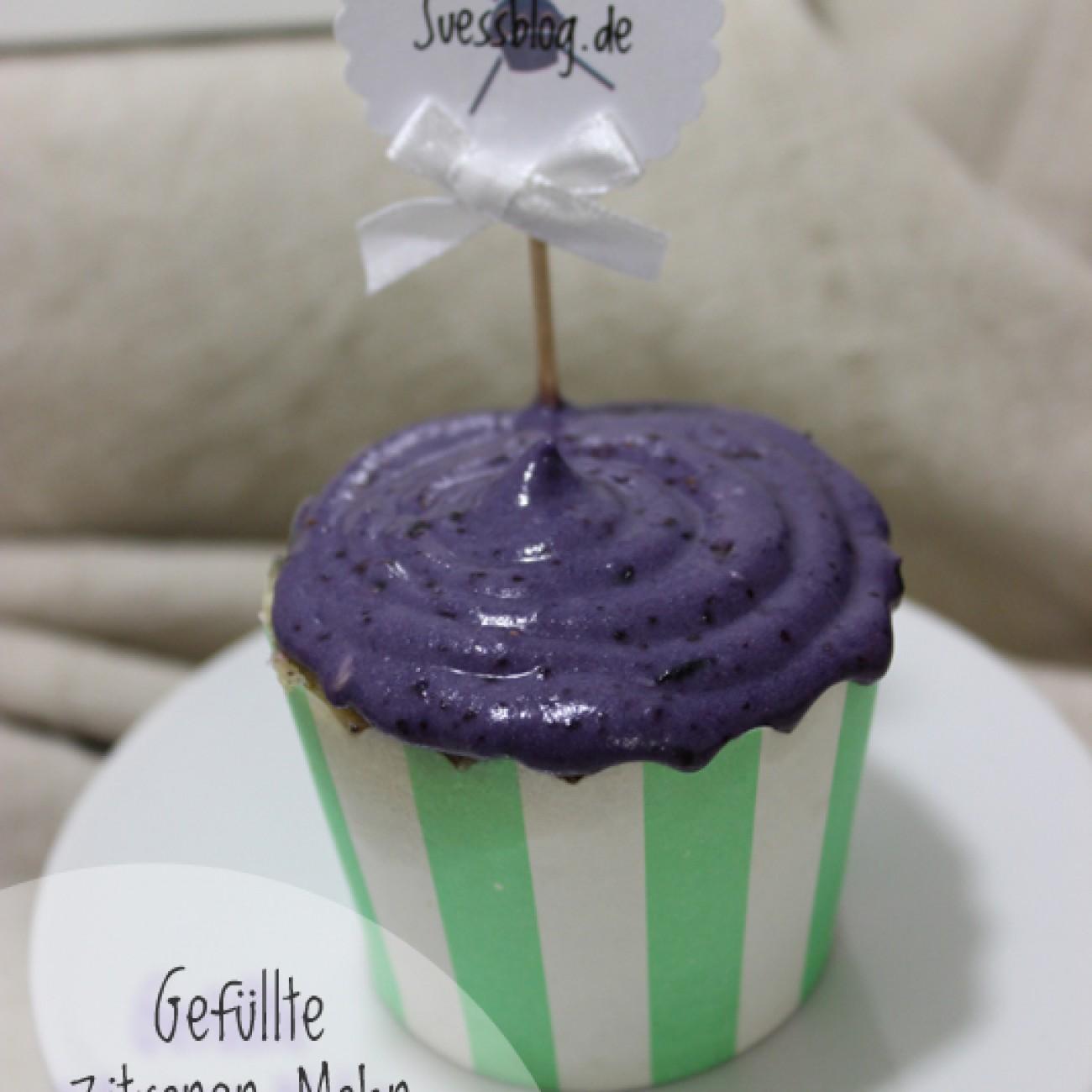 Gefüllte Zitronen-Mohn Cupcakes mit Heidelbeertopping