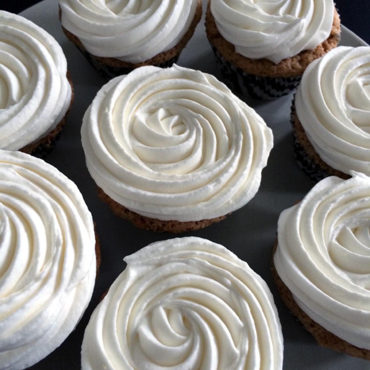 Maismehlcupcakes mit Oreo und Cashewkernen