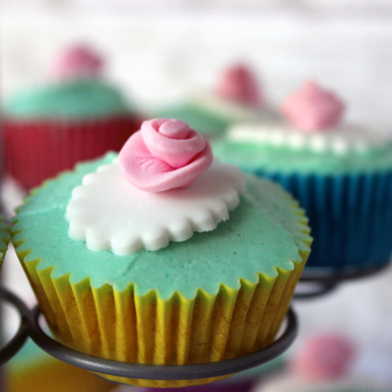 Vanille Minicupcakes mit Frischkäsefrosting